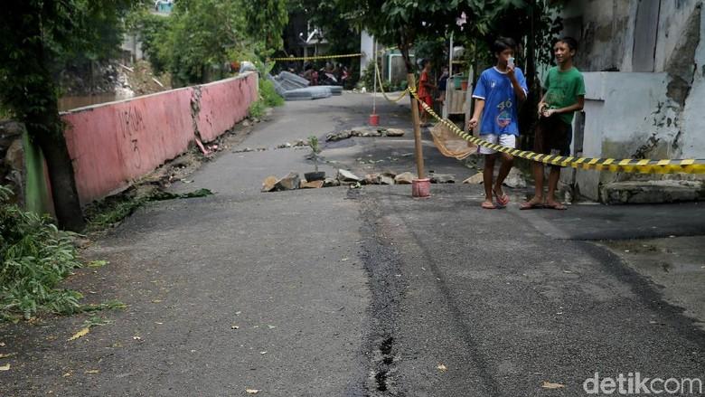 BMKG: Retakan Tanah di Kampung Berlan Bukan karena Patahan Aktif