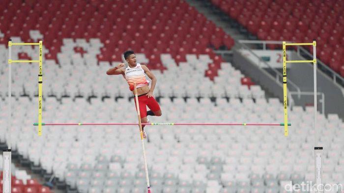 Idan Fauzan Richsan meraih emas dari lompat galah di test event Asian Games 2018. (Grandyos Zafna/detikSport)