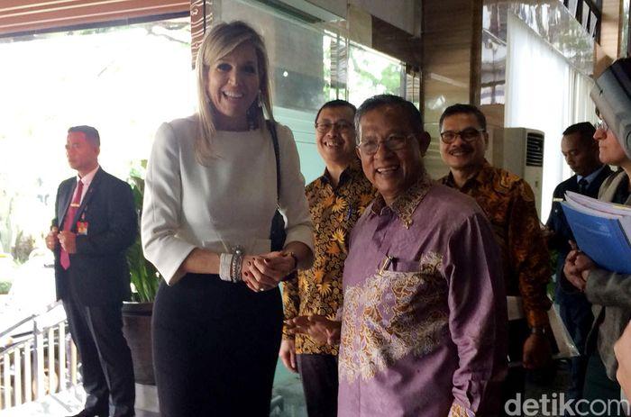 Ratu Belanda Maxima siang ini mendatangi kantor Menteri Koordinator Bidang Perekonomian Darmin Nasution yang terletak di Jalan Lapangan Banteng, Jakarta Pusat.
