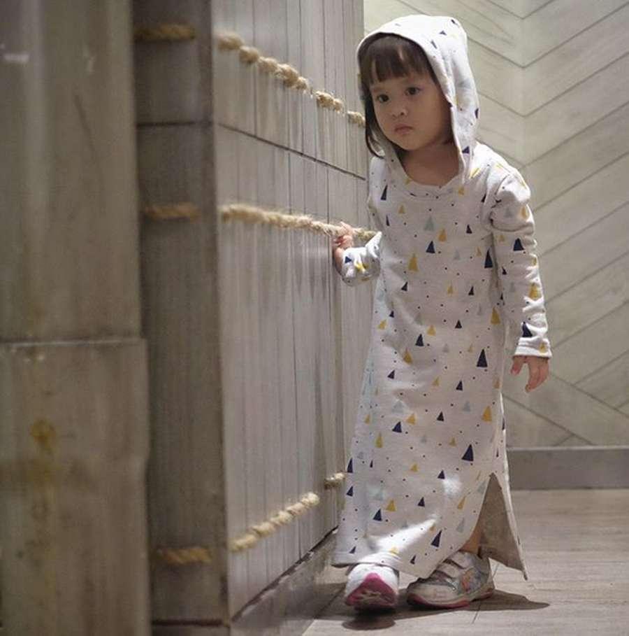 Tingkah Lucu Putri Zaskia Adya Mecca dan Hanung Bramantyo