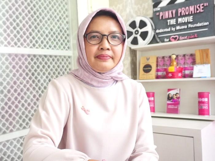 Walaupun rajin olahraga dan pola makannya sehat, Tri Oetami tetap terdiagnosis kanker payudara.Foto: Widiya/detikHealth