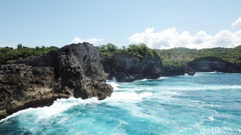 Pantas jika pantai di Bali ini jadi nomor satu dunia versi situs traveling Tripadvisor. Inilah Pantai Kelingking di Nusa Penida bagian barat (Muhammad Zaky Fauzi Azhar/detikTravel)