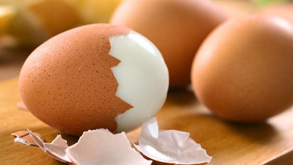 4 Cara Paling Efektif Mengupas Telur Rebus