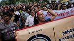 Demo Tolak Permenhub, Aliando Saling Dorong dengan Polisi