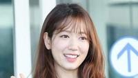 Bintang Korea Park Shin Hye juga turut serta merayakan kemenangan negaranya di laga Piala Dunia. Foto: Getty Images