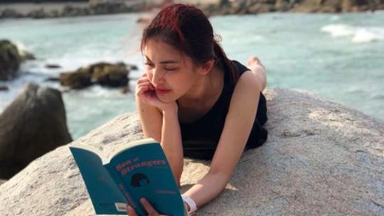 Kecantikan Adik Sandra Dewi Ini Bikin Netizen Salah Fokus!