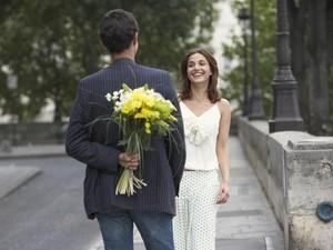 Viral Pria Nyatakan Cinta Pakai Pisang, Bikin Ulah saat Ditolak Wanita Idaman