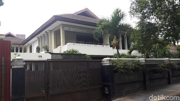 Rumah mewah di Dago yang didatangi Fuad Amin