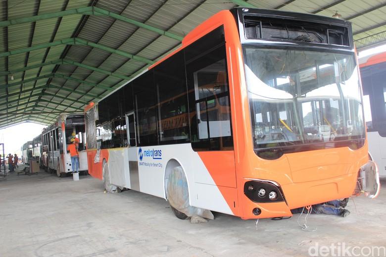 Bus TransJakarta rakitan Kudus. Foto: Khairul Imam Ghozali