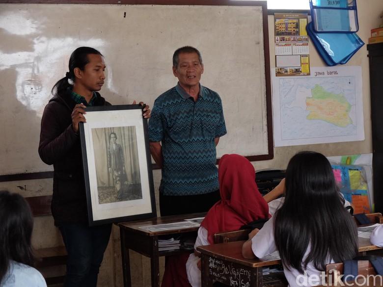 Puluhan Siswa SD di Bandung Tulis Surat Cinta untuk Inggit Garnasih