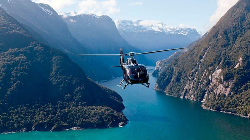 Perusahaan helikopter Over The Top mematok harga USD 562 (Rp 7,6 juta) per orang untuk piknik helikopter (FlyNZ)