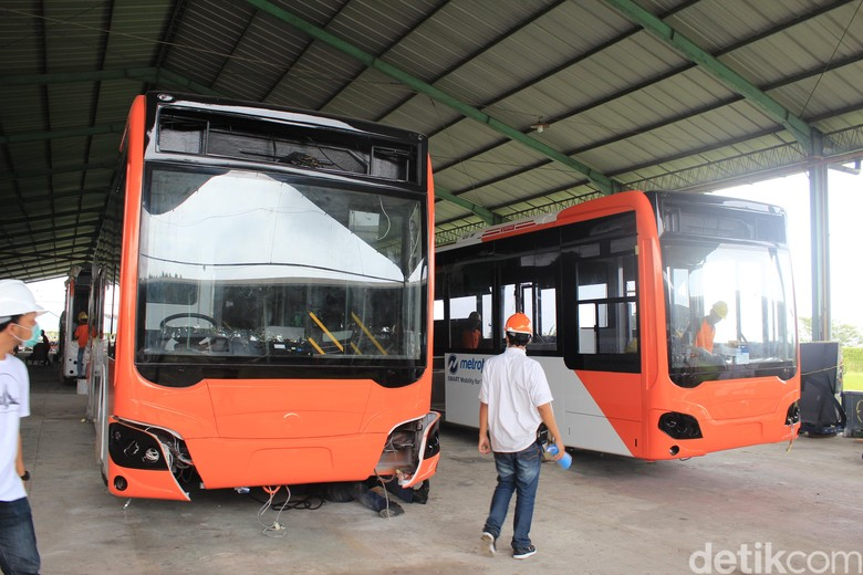 Melihat Proses Perakitan Bus TransJakarta di Kudus. Foto: Khairul Imam Ghozali