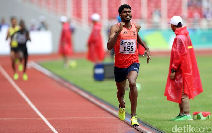 Atlet lari asal India Jinson Johnson bertanding di final kelas 800 meter putra test event Asian Games 2018.