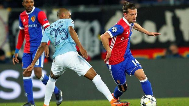 Basel cenderung bermain bertahan guna menghindari kebobolan banyak dari City.