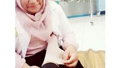 Perawat adalah salah satu profesi dalam dunia medis yang punya peran penting. Karena tugasnya begitu berat, tak jarang yang menuangkan curhatannya lewat meme.