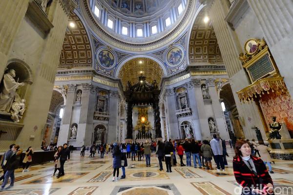St Peters Basilica merupakan pusat dari kegiatan rohani umat Katolik di dunia. (Ardhi Suryadhi/detikTravel)