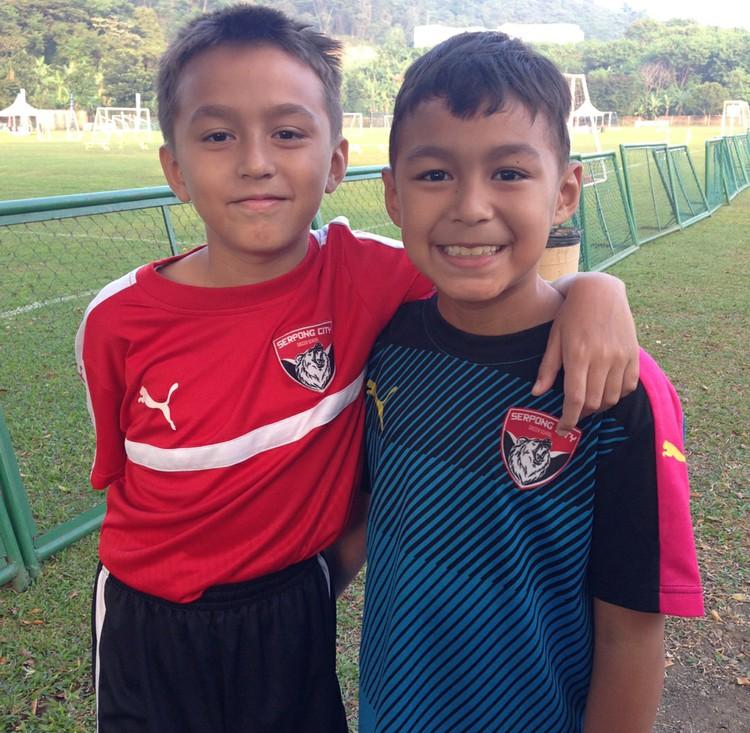 Ternyata Lionel juga nggak kalah oke lho dalam sepakbola. (Foto: Instagram/liodiegosabrina)