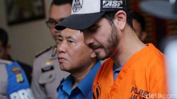 Wajah Lesu Fachri Albar Tertangkap Narkoba, Dilraba Dilmurat Tercantik di Asia