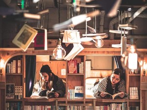 Penginapan Unik di Jepang: Tidur di Rak Buku