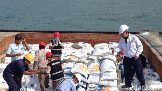 Beras impor Vietnam di Pelabuhan Cilegon