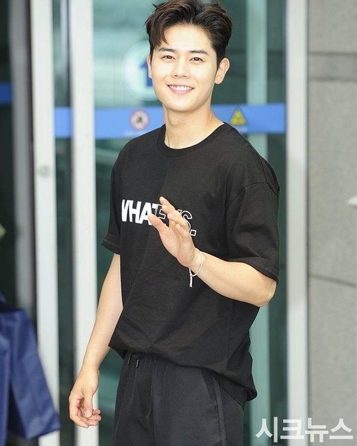 Dongjun mengaku mulai membentuk tubuhnya karena sering disebut cantik, padahal ini tidak sesuai dengan kepribadiannya yang manly. (Foto: Instagram/super_d.j)