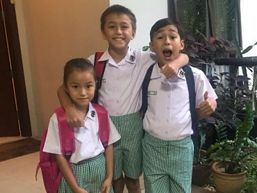 Ini dia Diego Andres Sinathrya, Lionel Nathan Sinathrya Kartoprawiro, dan Sabrina Quinesha Sinathrya, anak-anak manis pasangan selebriti, Darius Sinathrya dan Donna Agnesia.] (Foto: Instagram/liodiegosabrina)