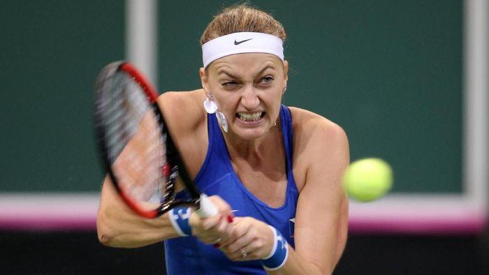 Petra Kvitova maju ke babak kedua Qatar Terbuka 2018. (Foto: Milan Kammermayer/Reuters)