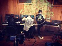 Di Twitter, Muse foto membagikan saat sibuk berkutat di studio.