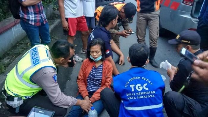 Wanita Muda Terluka Karena Jatuh Dari Motor Saat Kejar Penjambret