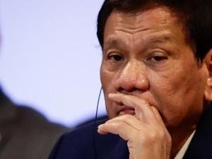 HRW Kutuk Perintah Duterte Tembak Kelamin Pemberontak Perempuan