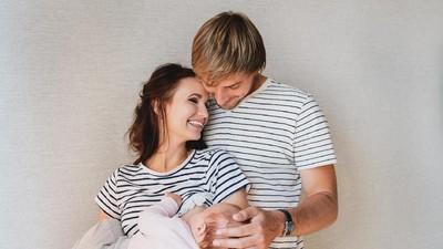 Ingatkah Bunda Momen Romantis Suami Selama Memberi ASI si Kecil?