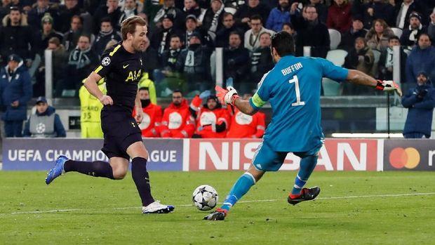Harry Kane kerap melepaskan tendangan dari luar kotak penalti guna membongkar pertahanan Juve.
