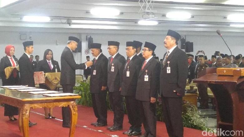 Gubernur Ganjar Lantik 5 Pejabat Sementara Kepala Daerah di Jateng