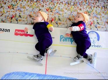 Wah, Benjamin dan Zachary semangat banget nih tanding ice skating-nya. (Foto: Instagram/ @andsothereweresix)