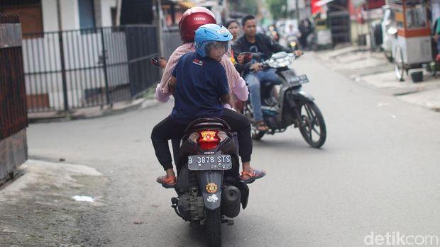 Suhartini dan anak keduanya Arief