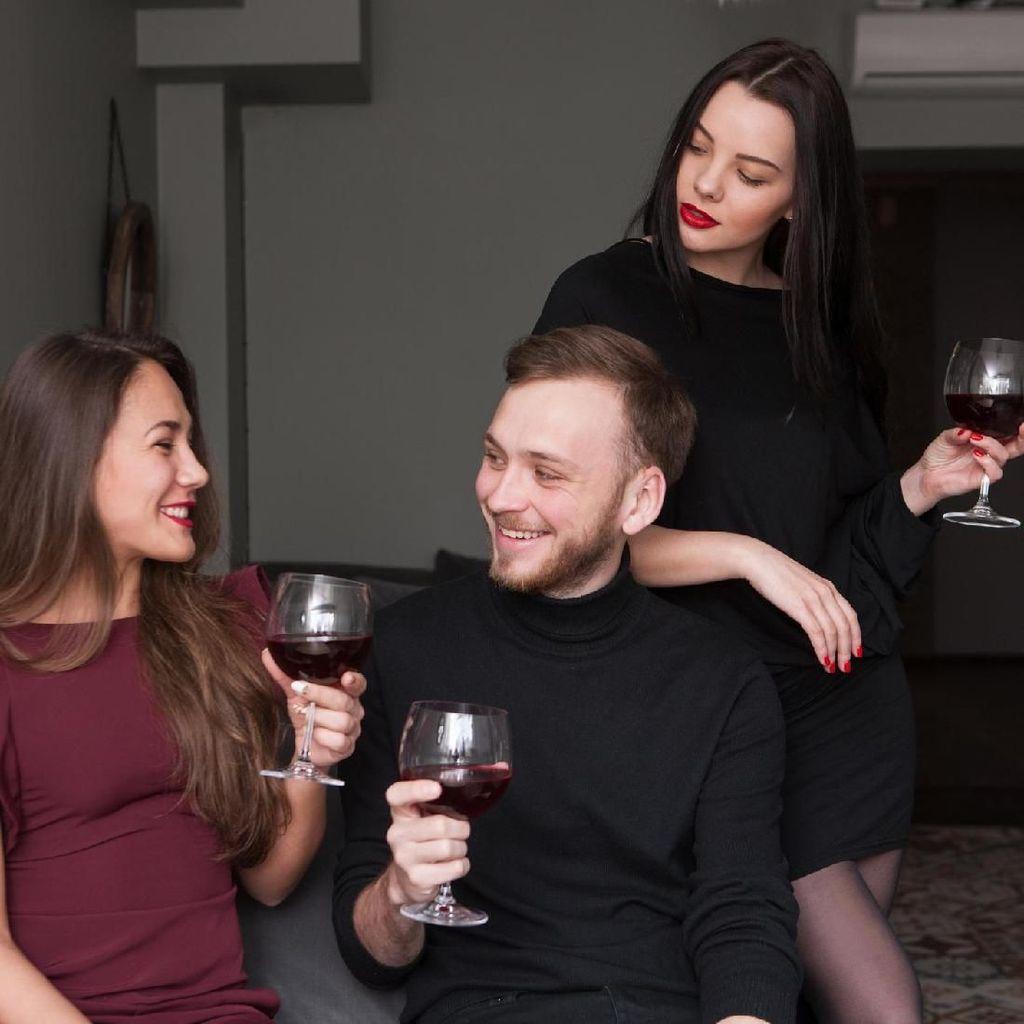 Menurut Survei, di Hari Ini Orang-orang Cari Alasan Bertemu Selingkuhan