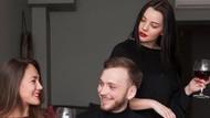 Viral, Istri Jambak Rambut Pelakor yang Akan Liburan Bareng Suaminya