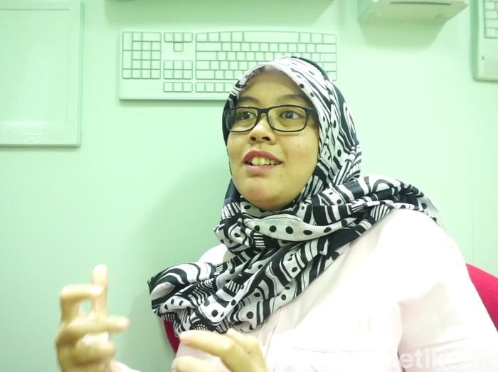 Dian tetap bekerja meski haru berjuang melawan kanker payudara. Foto: Widiya Wiyanti/detikHealth