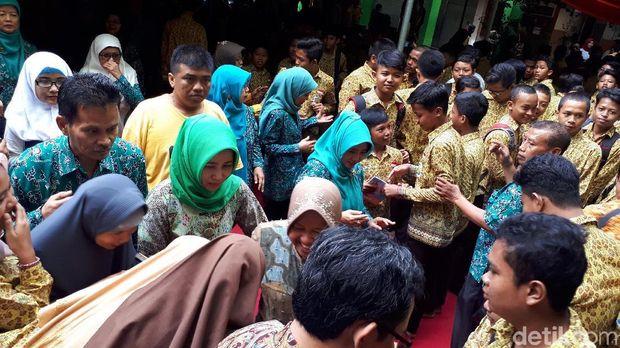 Wali Kota Risma di SMPN 8 Surabaya/