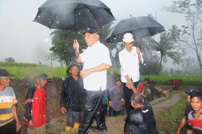 Dalam waktu seminggu terakhir, Jokowi berkunjung ke sejumlah daerah meninjau program pembangunan di daerah terkait, termasuk program padat karya. Dok. PUPR.