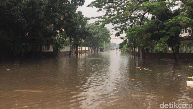 Banjir di Kawasan Industri Pulogadung.