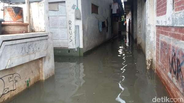 Rawa Buaya Banjir 40 Cm, Warga Harap Kali Pacetongan Dikeruk