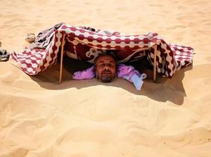 Foto: Terapi Kesehatan dari Mesir, Dikubur Pasir Panas!