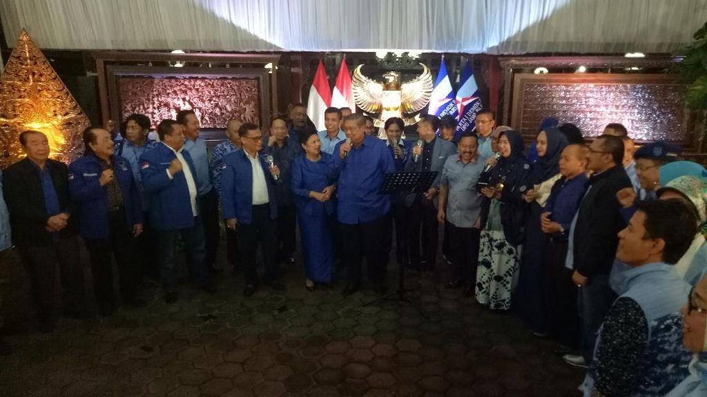 SBY-AHY-Ibas hingga Chris John Nyanyi Hibur Kader Demokrat
