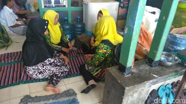 Foto: Duka Keluarga Karyawati Restoran yang Tewas Terjepit Lift
