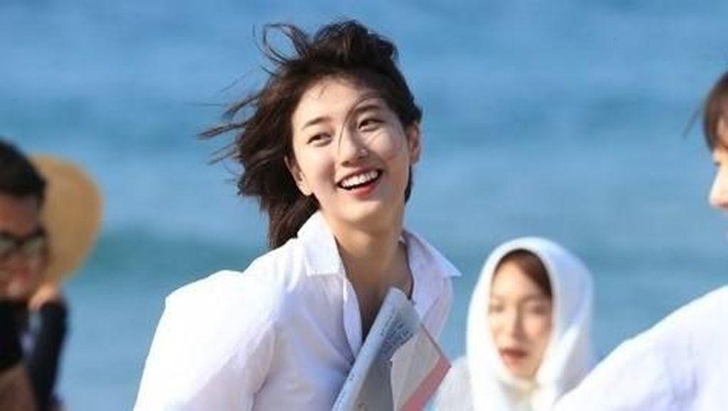 Suzy Pamer Baju Crop Top, Netizen Salfok ke Perutnya yang Super Kecil