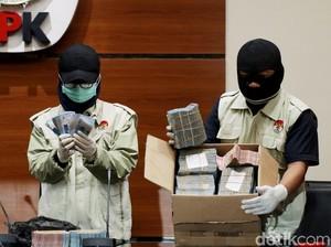 KPK Tunjukkan Duit Rp 1 Miliar dan Rp 160 Juta dari OTT di Lampung Tengah