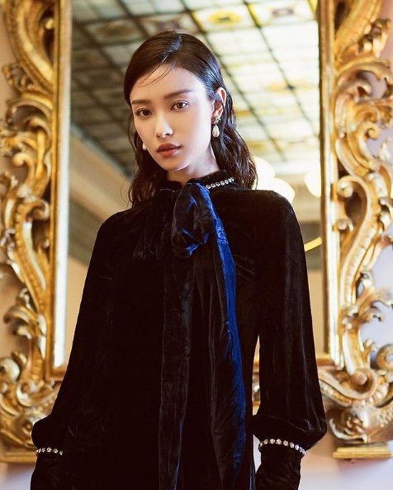 Di bawah Dilraba Dilmurat ada Ni Ni, aktris berusia 29 tahun asal Cina. (Dok. Instagram/captainmiao)