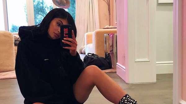 Momen Valentine David Backham, Kim Kardashian hingga Adam Levine