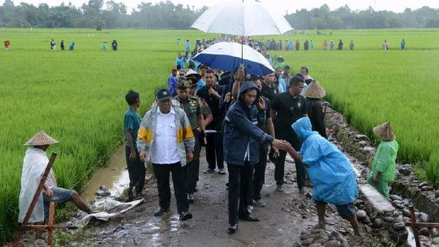 Jokowi tinjau proyek padat karya di Gowa, Sulsel tahun 2018.